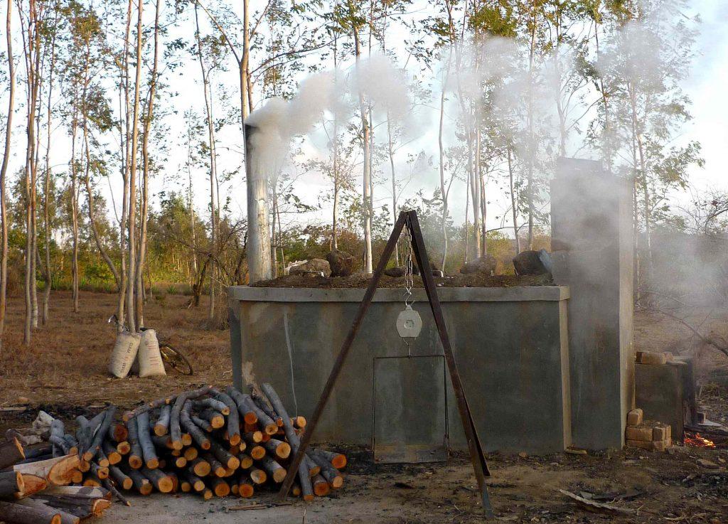 Horno para obtener carbón de bambú