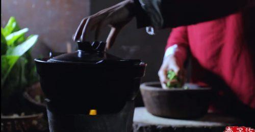 cultiva y cocina sus propios guisantes y verduras en la tierra